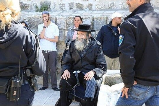 Jewish extremists are allowed to enter Al-Aqsa Mosque / Al-Haram Al-Sharif