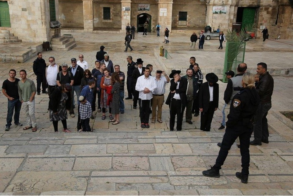 Israeli Occupation Authorities and police enable a group of 24 Jewish extremists inside Al-Aqsa Mosque / Al-Haram Al-Sharif