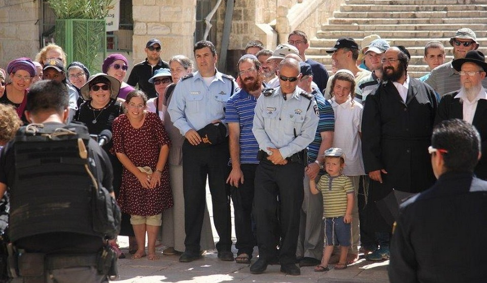 Israeli police joins and protects Jewish extremist enlarged groups' incursions into Al-Aqsa Mosque