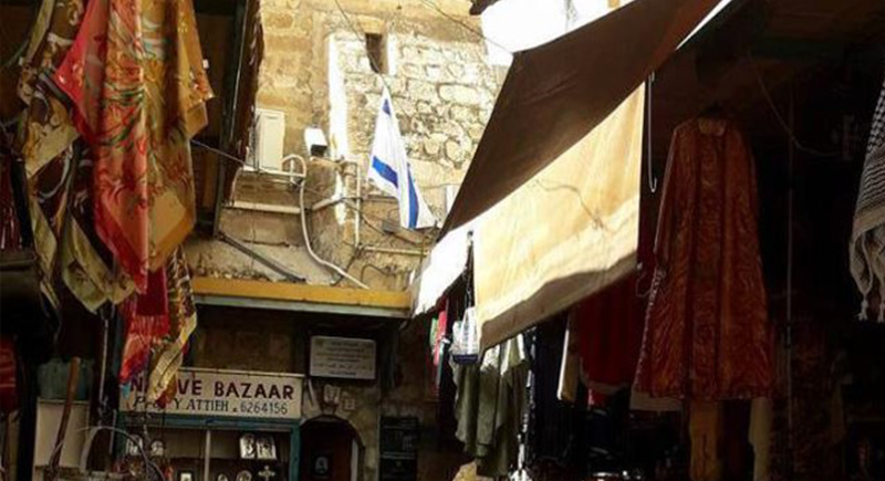 Contrary to the Status Quo and the Corpus Separtum, Israeli flag raised at the eastern entrance of the Church of Holy Sepulchre